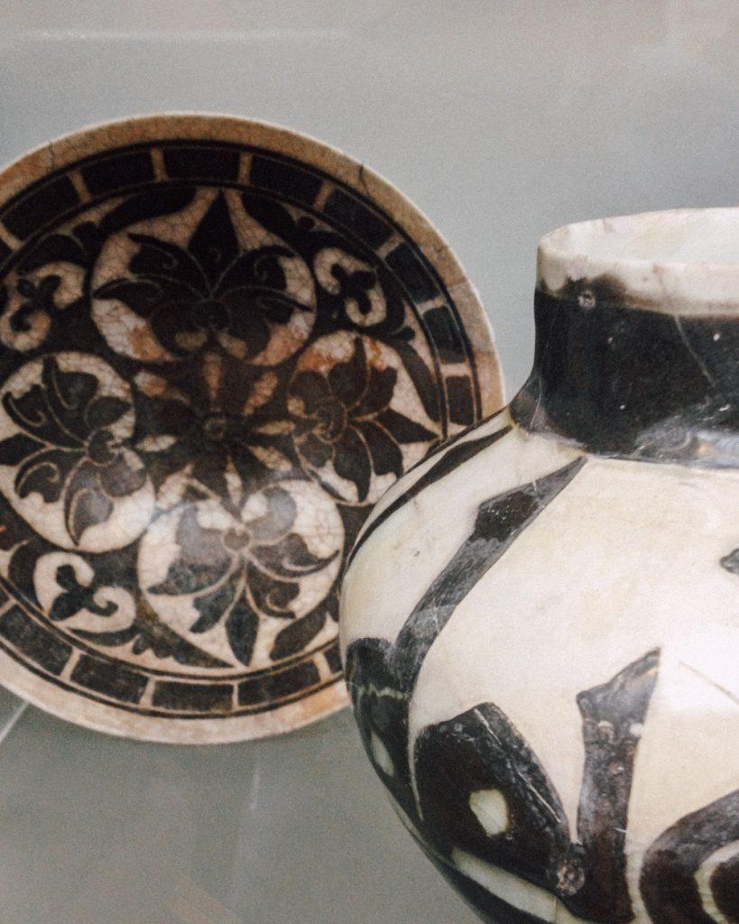 v&a ceramics b&w